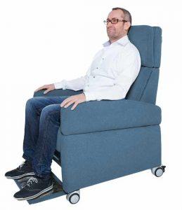 Pflegesessel mit Rollen: Mobilität für den Nutzer