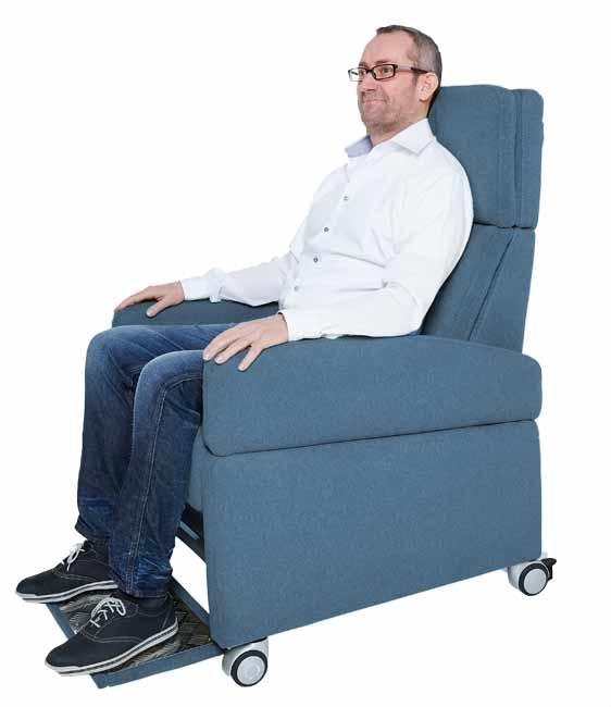 pflegesessel mit elektrischer aufstehhile rollen. Black Bedroom Furniture Sets. Home Design Ideas