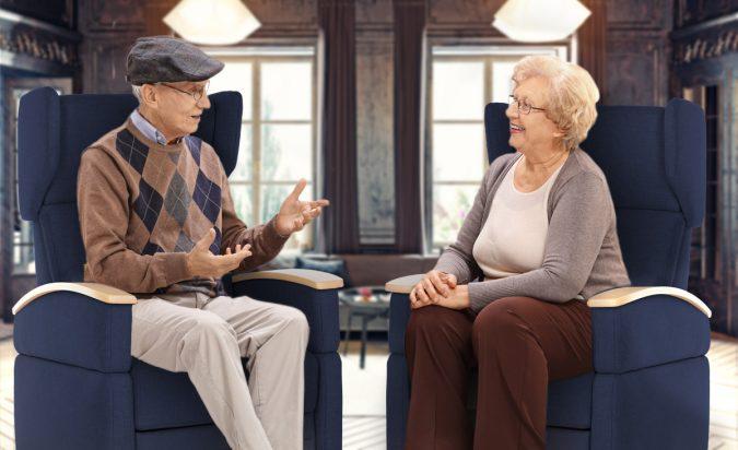 Pflegesessel für Senioren - Kliniken - Pflegeheim - für den privaten Bereich, mit Aufstehhilfe und Rollen. Pflegesessel bieten Komfort und Mobilität, altersunabhängig.